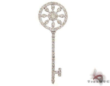Marvelous Key Pendant Stone