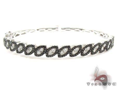 14K Gold Black and White Diamond Bangle Bracelet 25426 Diamond