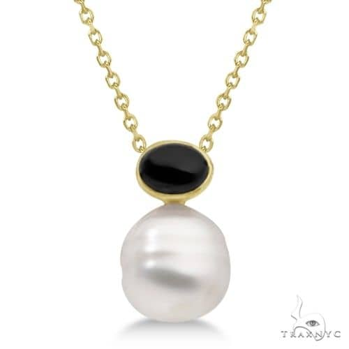 Black Onyx and South Sea Circle Pearl Pendant 14K Yellow Gold 11mm Stone