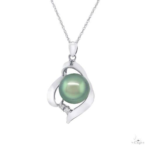 14k White Gold Diamond and Pearl Pendant Necklace Stone