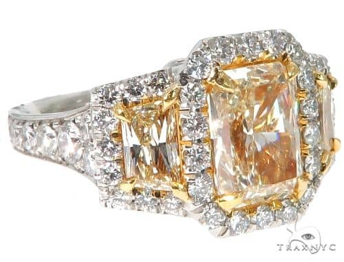 Radiant Cut Fancy Yellow Diamond Engagement Ring エンゲージメント