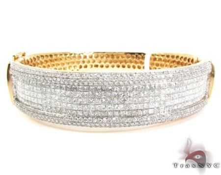 14K Gold Diamond Bangle Bracelet 25420 Diamond