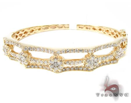 YG Flower Cluster Bracelet Diamond