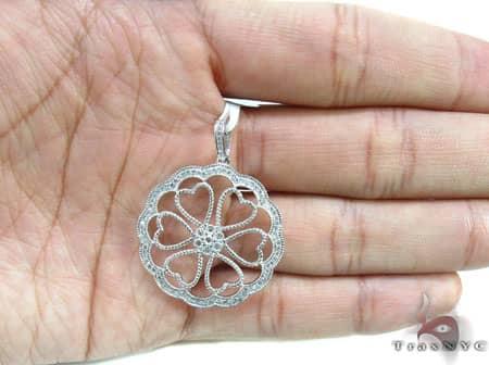 White Gold Heart Flower Pendant Stone