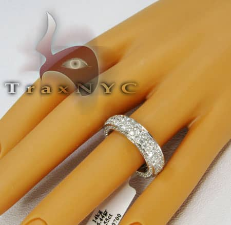 Round Cut Infinity Band Wedding