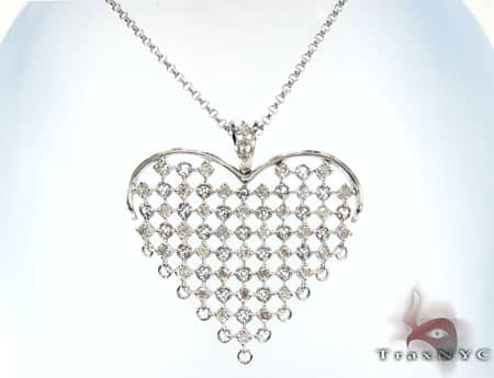 Moving Heart Necklace Stone