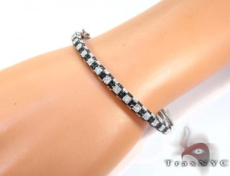 18K Gold Black and White Diamond Bangle Bracelet 25580 Diamond