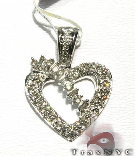 Queen Heart Pendant Stone