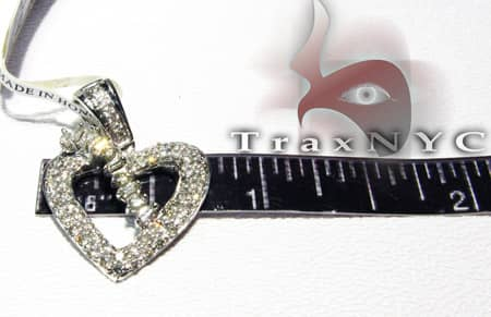 Queen Heart Pendant Stone