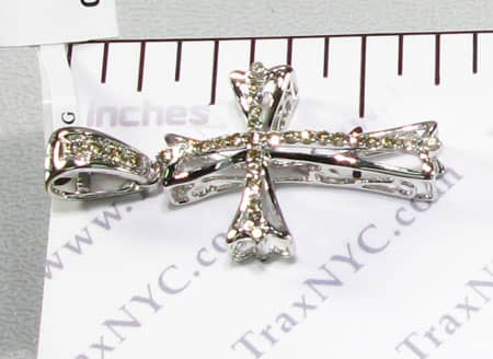 Round Frame Cross Diamond