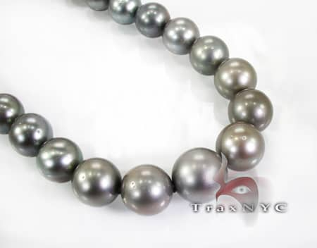Tahitian Black Pearl Necklace 17 inches Pearl