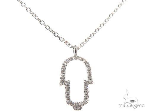 Small White Gold Hamsa Hand Diamond Necklace 64480 ダイヤモンドネックレス