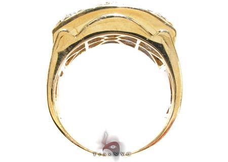 Yellow Gold Round Cut Prong Diamond Ring Stone