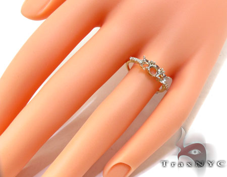 Yellow Gold Round Cut Prong Diamond Semi Mount Ring Engagement