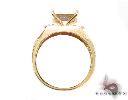 Yellow Gold Round Cut Prong Diamond Wedding Set 32324 Engagement