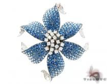 White Gold Light Blue Shades Sapphire & Diamond Flower Brooch ジェムストーン ペンダント