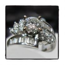 White Solitaire Blossom ダイヤモンド 婚約 結婚指輪