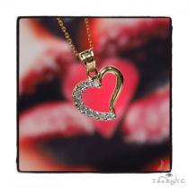 Heart Gold Necklace 44802 TraxNYC Gift Guide